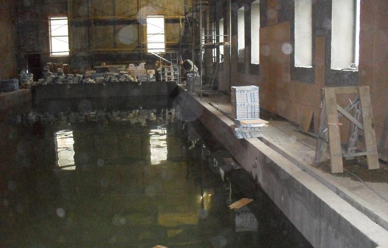 для проверки герметичности набрали воду
